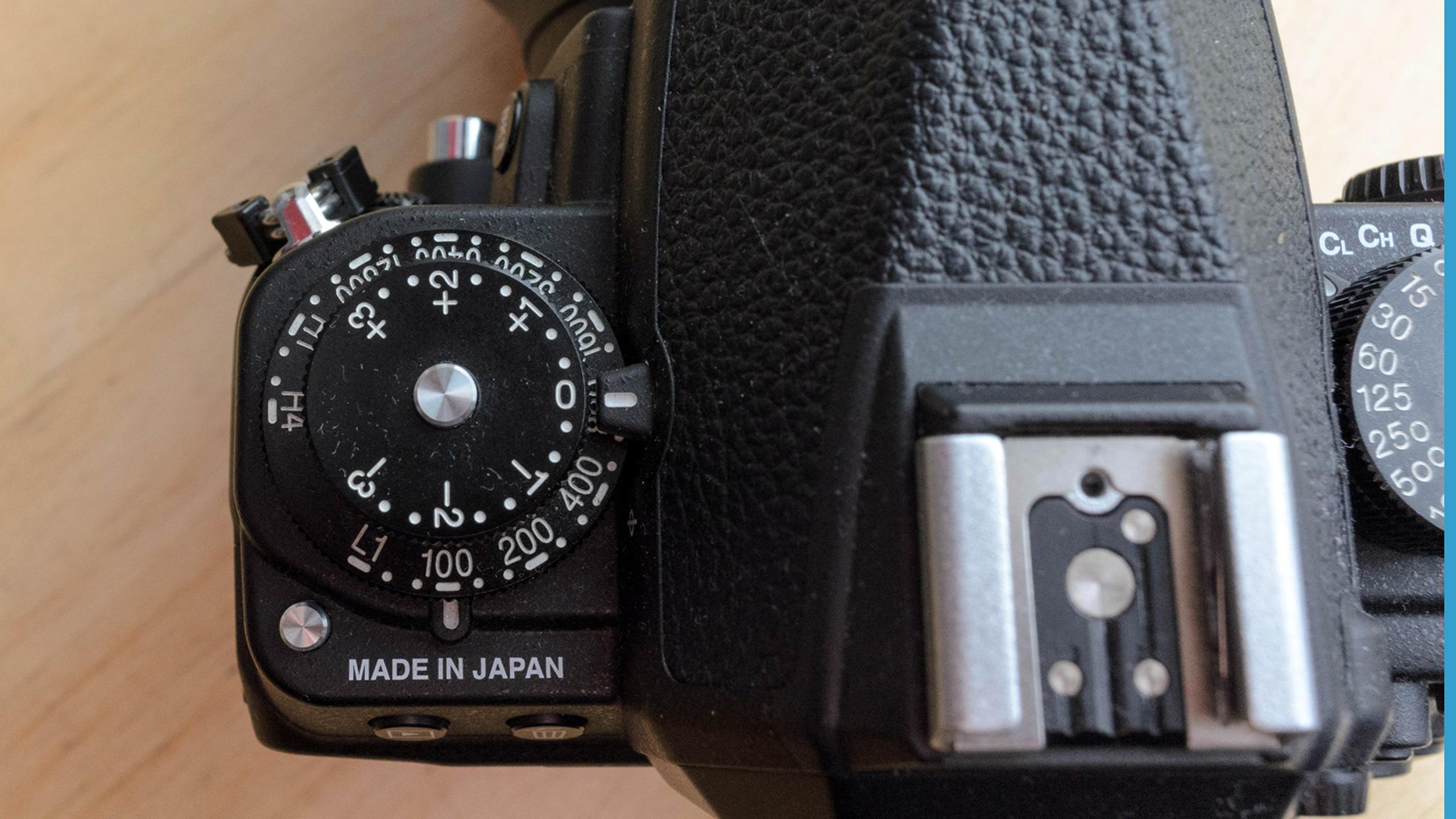 Nikon Df Oberseite mit ISO-Wahlrad und Belichtungskorrektur