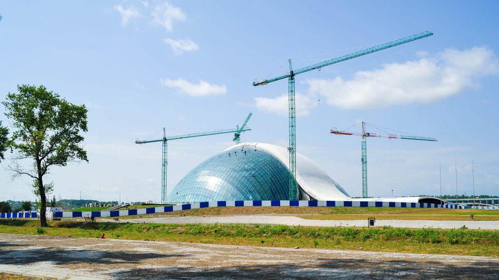 Georgisches Parlamentsgebäude im Bau 2012