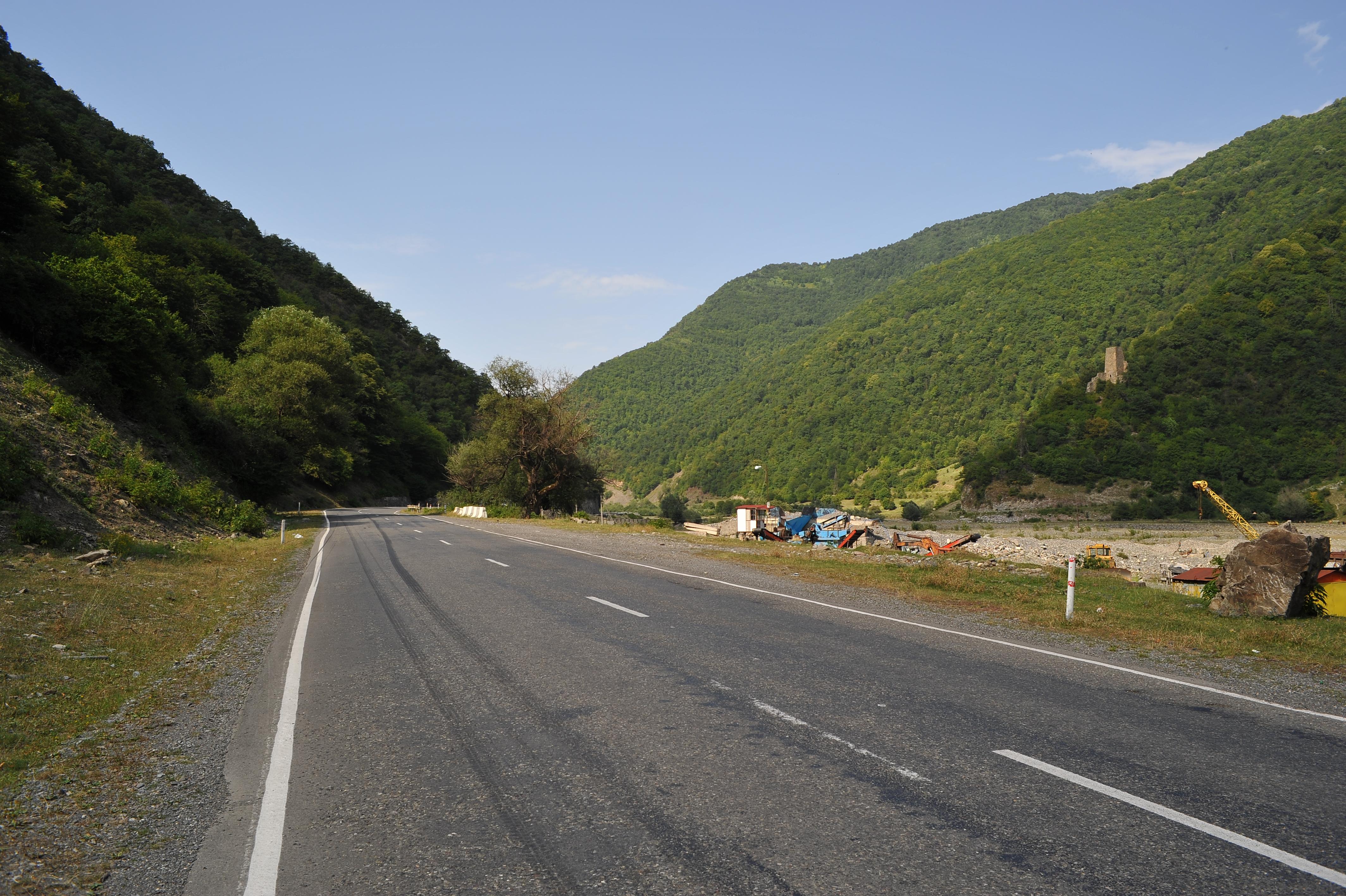 Georgische Heerstraße unterhalb von Ananuri