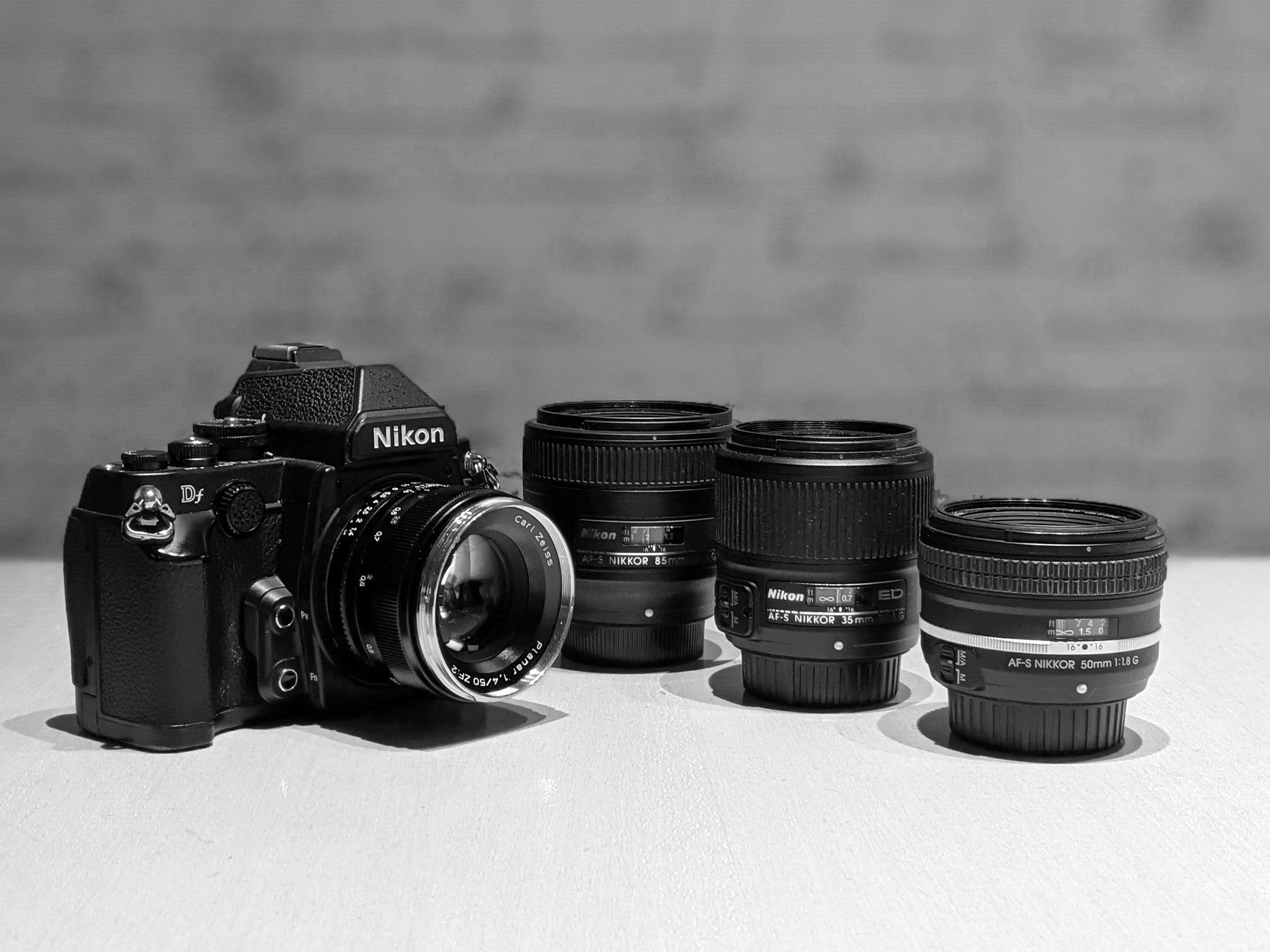 Mein Objektiv-Setup 2020: 4 Festbrennweiten. Nikons 1,8er Objektive mit 35, 50 und 85mm Brennweite und ein Zeiss 50mm 1,4.