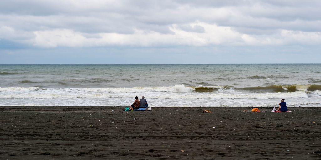 Am Strand von Ureki